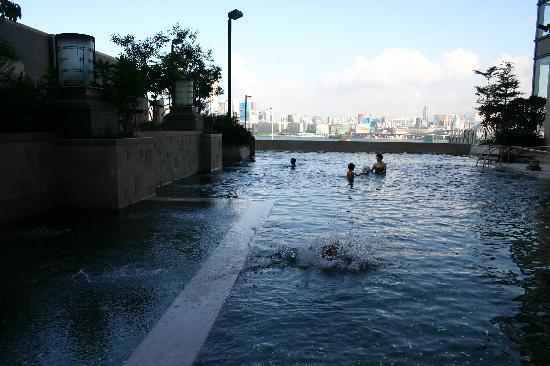 โรงแรมฮาร์เบอร์ แกรนด์ ฮ่องกง: pool view