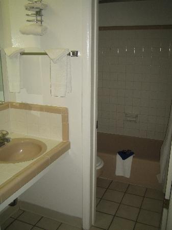 Travelodge by Wyndham Durango: Small vanity area, looking into bathroom.