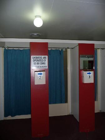เลคเทคาโปโมเต็ลส์ & ฮอลิเดย์พาร์ค: Communal showers