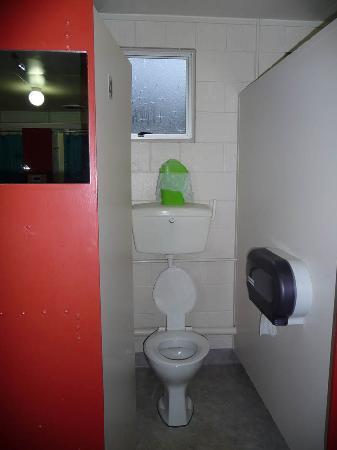เลคเทคาโปโมเต็ลส์ & ฮอลิเดย์พาร์ค: Communal toilet
