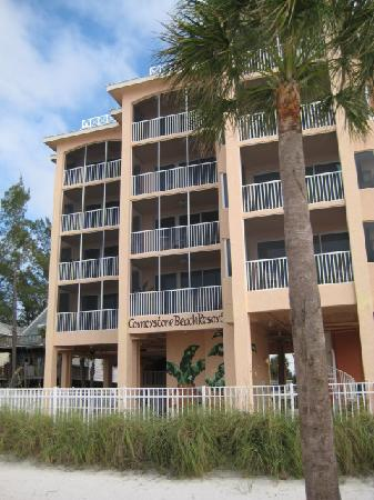 Cornerstone Beach Resort: Cornerstone from the beach