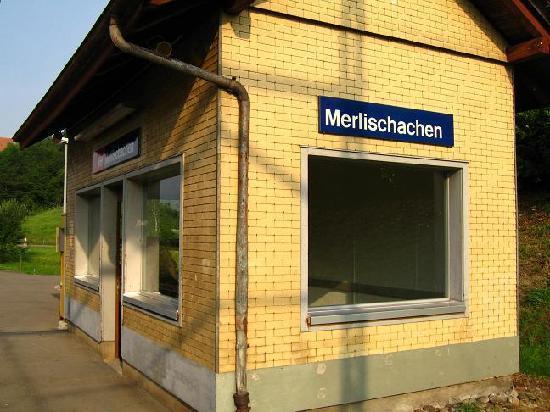 Swiss Chalet Lodge: Merlischachen's huge railway station