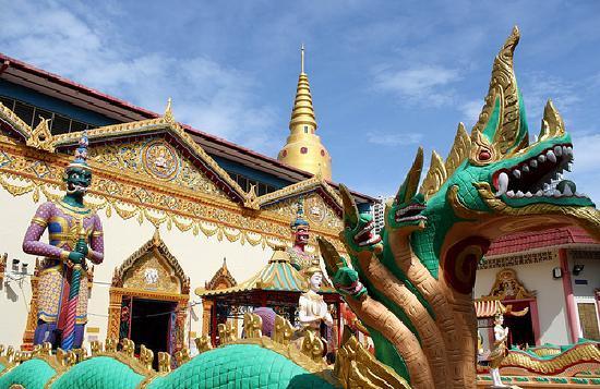 Reclining Buddha Wat Chaiyamangalaram: 金ぴかです