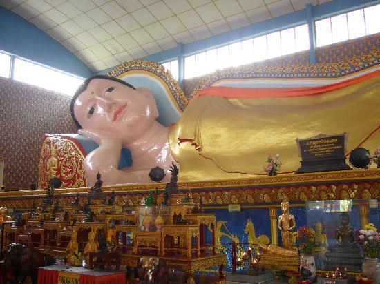 Reclining Buddha Wat Chaiyamangalaram: 結構大きなお方です