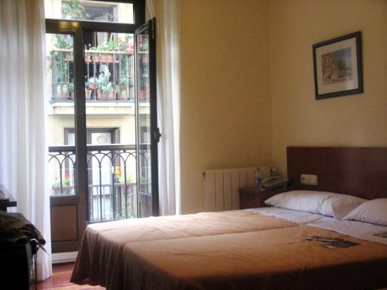 Pension Alameda: very clean room