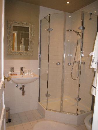 Sint Niklaas B & B: salle de bain