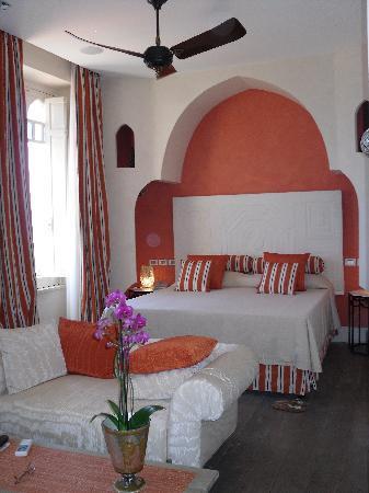 El Jebel Hotel: our room