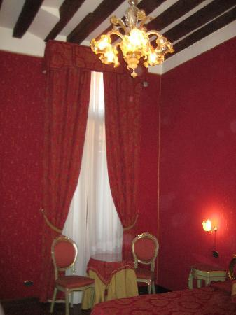 Hotel Al Ponte Mocenigo: Un'altra veduta della camera n°8