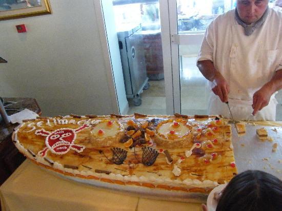 El Mouradi Club Selima: presentation soigneuse du buffet dessert...