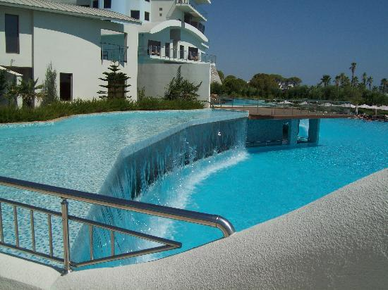 Cornelia Diamond Golf Resort & Spa: Pool with fountain