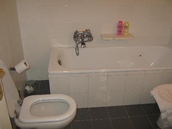 Hotel Italia: La vasca