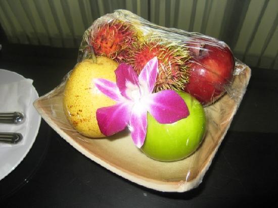 ฮิลตัน ภูเก็ต อาร์คาเดีย รีสอร์ท แอนด์ สปา: fruit delivered to our room