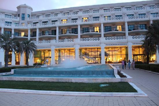 Hotel Las Arenas Balneario Resort: ホテル庭より