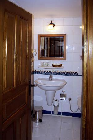 Yusuf Pasa Konagi Special Class: bathroom