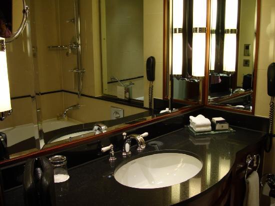 อินเตอร์คอนติเนนตัล ลอนดอน พาร์คเลน: The bathroom !