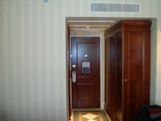 อินเตอร์คอนติเนนตัล ลอนดอน พาร์คเลน: The enterance of the room !