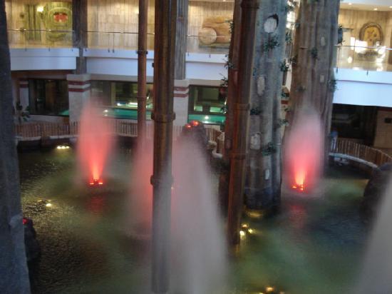 Holiday World Polynesia Hotel: Koi Pool