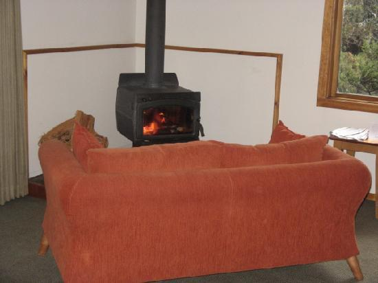 Peppers Cradle Mountain Lodge: cozy fire