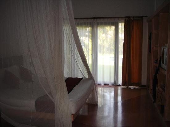 โรงแรมวิลล่า เซมินยัก เอสเตท แอนด์ สปา: Huge bedroom