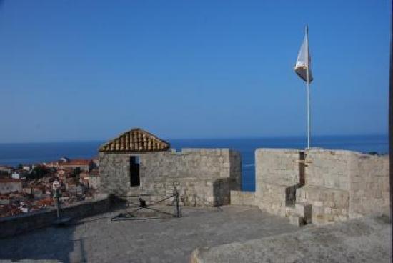 กำแพงเมืองโบราณ: ミンチェッタ要塞の上から