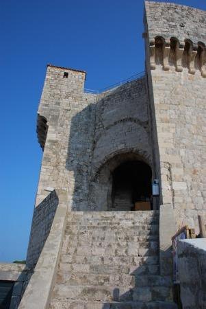 กำแพงเมืองโบราณ: ミンチェッタ要塞