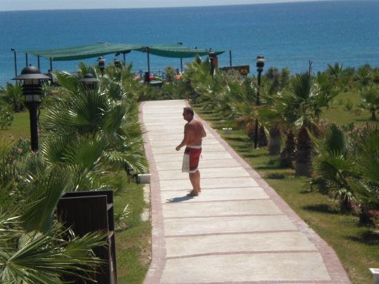 Alba Resort Hotel: Beach Path with Disco in Background