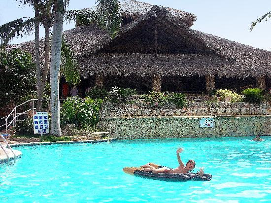 Viva Wyndham Dominicus Beach: piscina