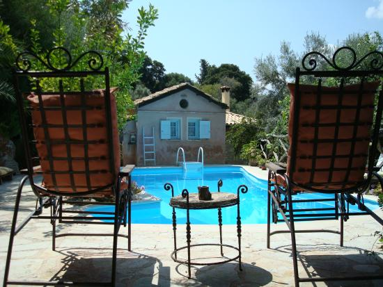 Pavezzo Country Retreat: piscina