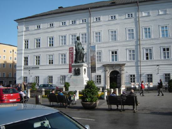 ซาลซ์บูร์ก, ออสเตรีย: new town hall and museum