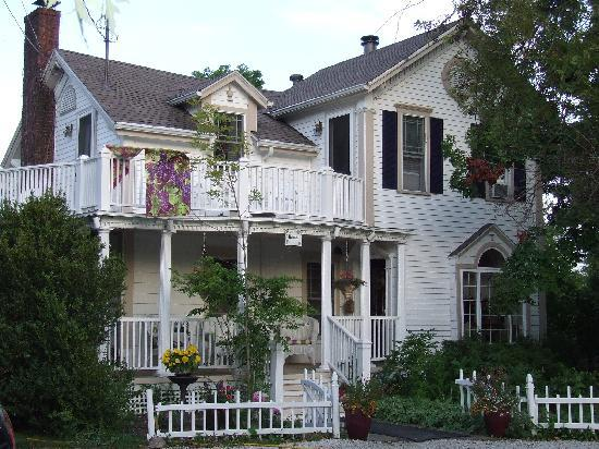 Martha's Vineyard Bed & Breakfast: The main house