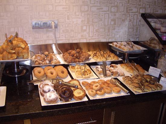 Magnolia Hotel: Mmmmmmm pastries