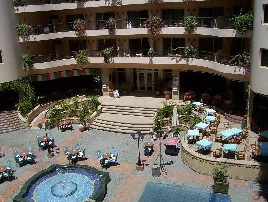 Steigenberger Nile Palace Luxor: Courtyard balconies