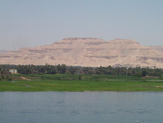 Steigenberger Nile Palace Luxor: Nile view with Valley of the Kings ahead
