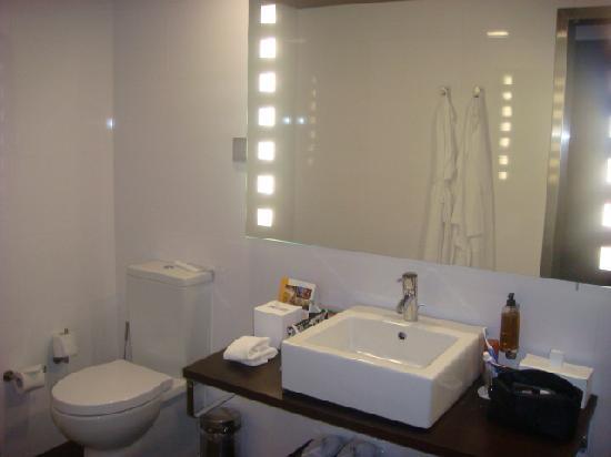 ทิวลี่ มารีน่า วิล่ามัวร่า โฮเต็ล: Bathroom - view 1