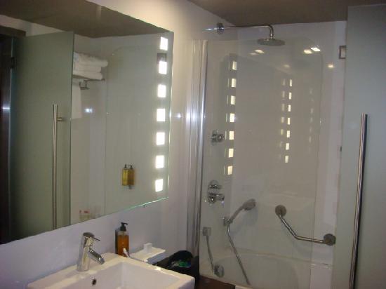ทิวลี่ มารีน่า วิล่ามัวร่า โฮเต็ล: Bathroom - view 2