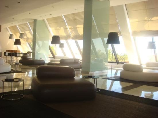 ทิวลี่ มารีน่า วิล่ามัวร่า โฮเต็ล: Interior - cafe area