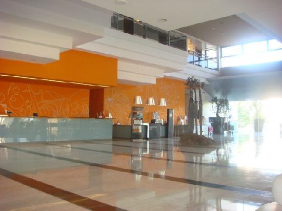 ทิวลี่ มารีน่า วิล่ามัวร่า โฮเต็ล: Interior - reception