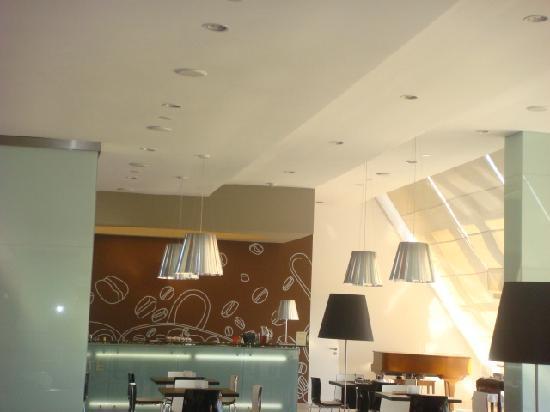 ทิวลี่ มารีน่า วิล่ามัวร่า โฮเต็ล: Interior - coffee bar