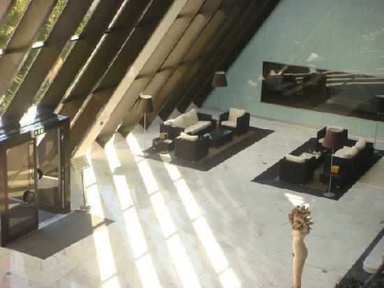 ทิวลี่ มารีน่า วิล่ามัวร่า โฮเต็ล: Interior - lobby to pool