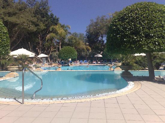โรงแรมคอรินเทียพาเลซ & สปา: pool at Corinthia Palace