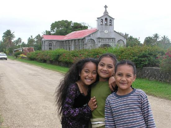 Keleti International Resort: girls at Houma church