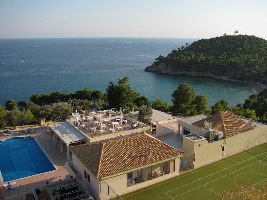 Alonissos Beach Bungalows & Suites Hotel: Vista dall'alto del villaggio