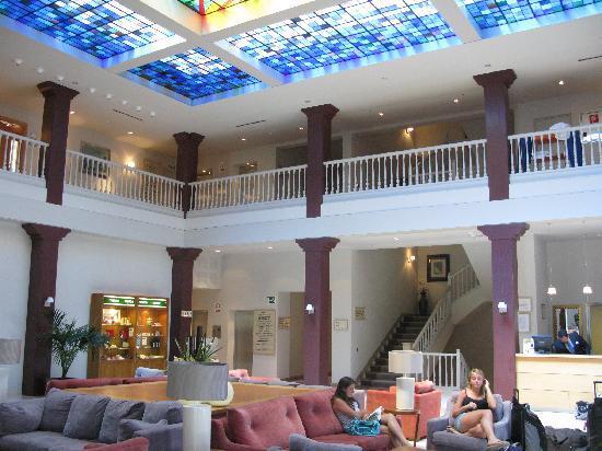 Parador de Vic-Sau: Hotel lobby