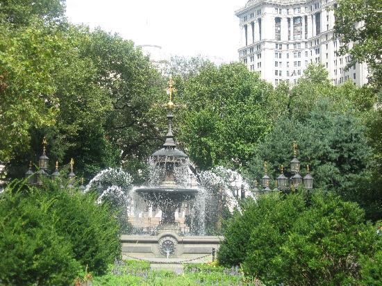 นิวยอร์กซิตี, นิวยอร์ก: City Hall Square during Accomplice