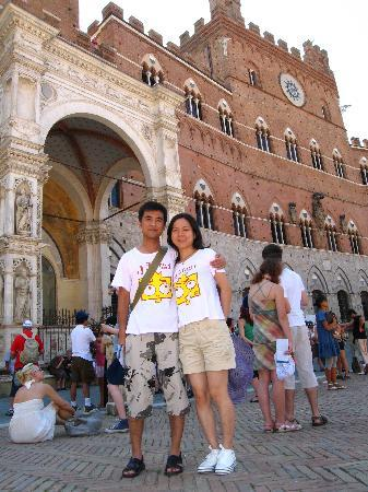Walkabout Florence Tours: us in siena