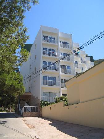 El Pinar Aparthotel: outsdie of El Pinar Apts