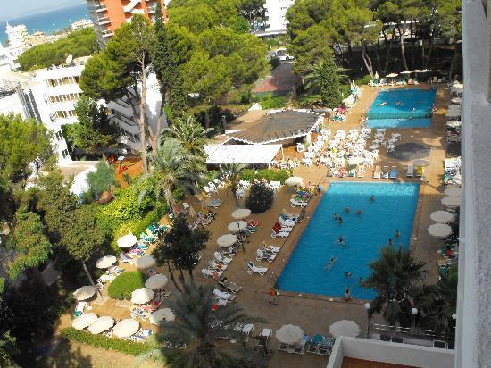 Hotel Riu Playa Park: Piscina a las 9:30.