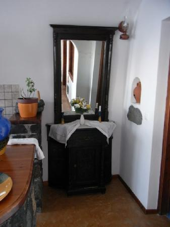 Delfini: Traditional cave house - Mirror beside Bathroom