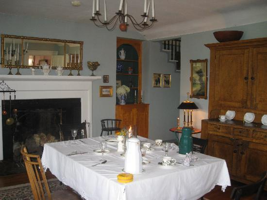 Halcyon Place Bed and Breakfast: Breakfast room