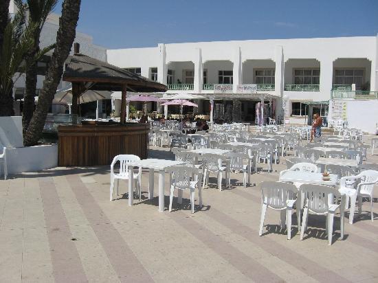 El Mouradi Club Kantaoui: the outside cafe area